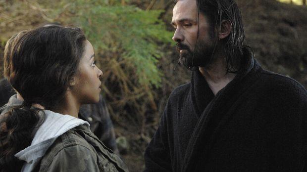 Als Kyle und Isabelle (Megalyn Echikunwoke, l.) auf ihrer Reise Jordan (Bill...