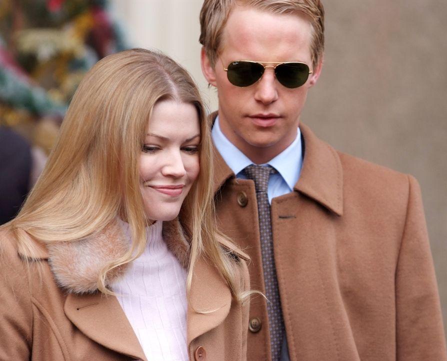 Sind voller Vorfreude: Prinz Edvard (Luke Mably, l.) und Prinzessin Paige von Dänemark (Kam Henskin, r.) ... - Bildquelle: Nu Image Films