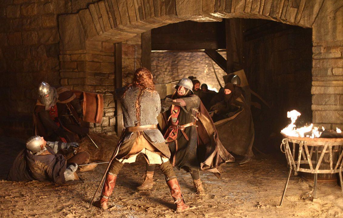 Als Konrad den Abt von Maulbronn ohrfeigt, sinnt dieser auf Rache. Tage später greift er mit seinen Mannen die Burg der Laurins an und tötet alle,... - Bildquelle: ProSieben