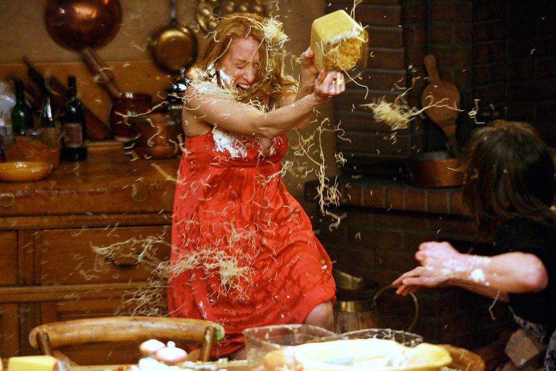 Nach einem hitzigen Wortgefecht schmeißen sie sich nicht nur Beleidigungen, sondern auch Nudeln, Salate und Torten gegenseitig an den Kopf: Holly (P... - Bildquelle: Disney - ABC International Television