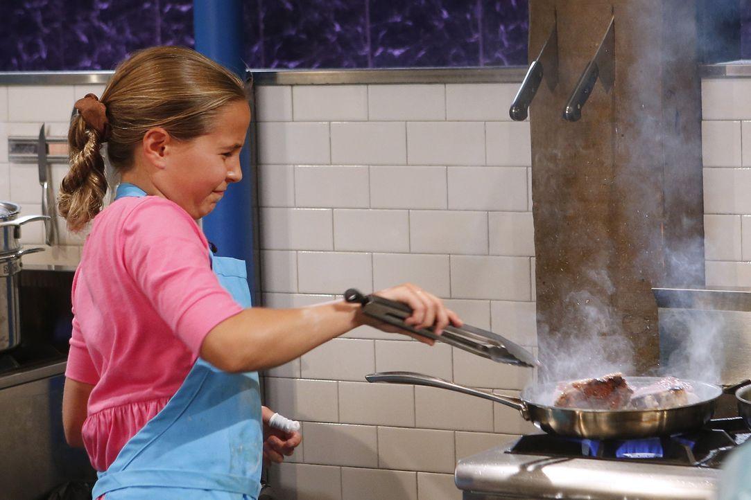 In der Chopped-Küche geht es mal wieder heiß her: Trifft die Pistazien-liebende Grace mit ihrer Lamm-Kotelett Kreation die Geschmacksnerven der Fein... - Bildquelle: Jason DeCrow 2015, Television Food Network, G.P. All Rights Reserved
