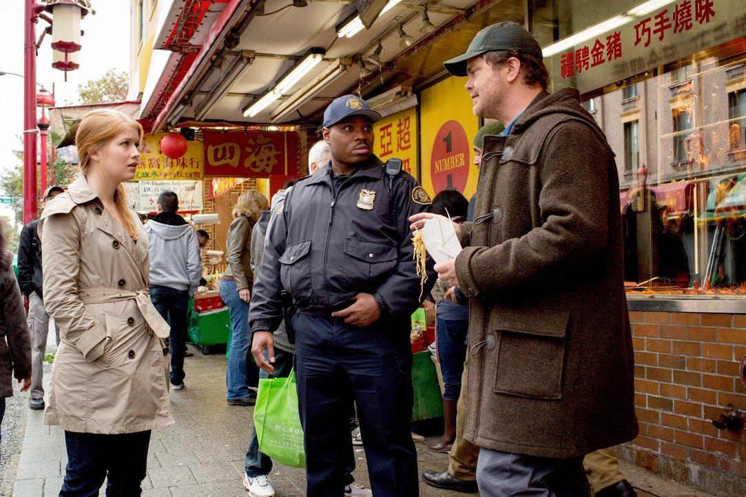 Müssen den Mord an einem chinesischen Wahrsager aufklären: Backstrom (Rainn Wilson, r.), Officer Moto (Page Kennedy, M.) und Nicole (Genevieve Angel... - Bildquelle: 2015 Fox and its related entities. All rights reserved.