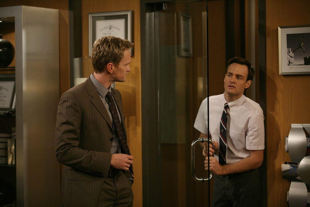 Barney (Neil Patrick Harris, l.) sucht nach einem neuen Bro, da Ted ihm die Freundschaft gekündigt hatte. Der einzige, der dafür allerdings in Fra... - Bildquelle: 20th Century Fox International Television
