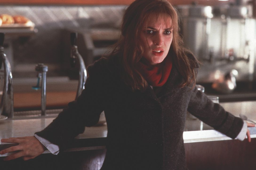 Maya Larkin (Winona Ryder) ist überzeugte Katholikin und gehört einer Gruppe von Exorzisten an. Als sie eines Tages hinter eine Verschwörung komm... - Bildquelle: Kinowelt Filmverleih