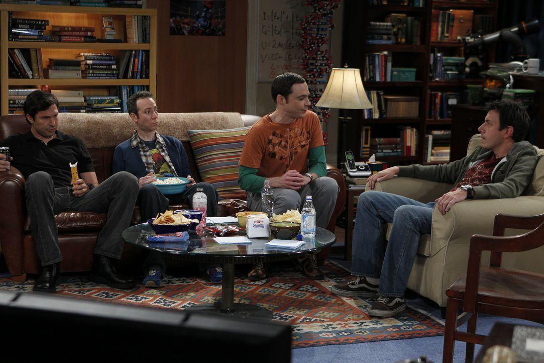 Als Penny und Amy Sheldon (Jim Parsons, 2.v.r.) klarmachen, dass Leonard der Kern seines Freundeskreises ist, will er sich neue Freunde suchen und l... - Bildquelle: Warner Bros. Television