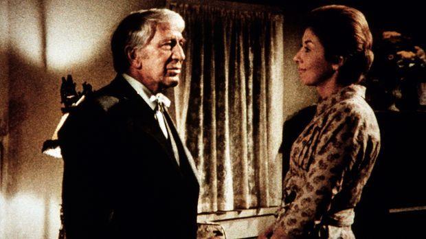 Olivia Walton (Michael Learned, r.) freut sich, ihren Onkel Cody (Eduard Fran...