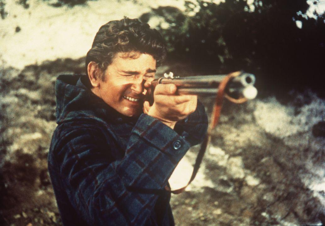 Little Joe Cartwright (Michael Landon) ist zur Jagd in die Berge gegangen. - Bildquelle: Paramount Pictures