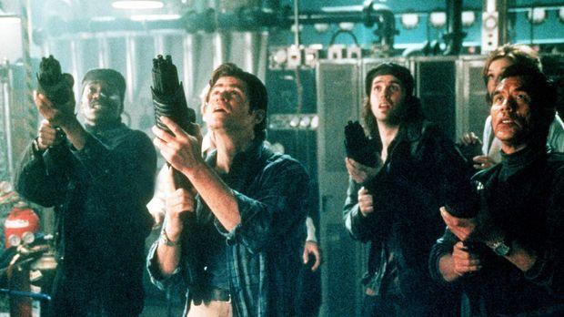 (v.l.n.r.) Mason (Clifton Powell), John Finnegan (Treat Williams), Joey Pantu...
