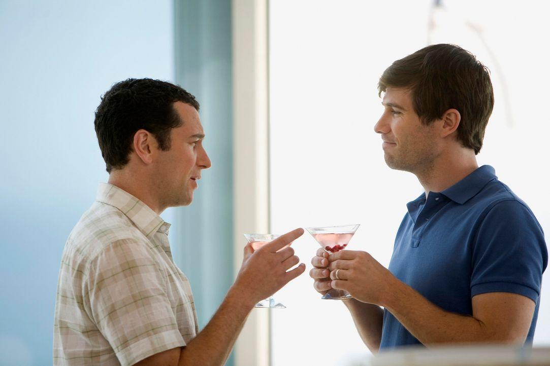 Die Zweisamkeit währt für das frisch getraute Paar Kevin (Matthew Rhys, l.) und Scotty (Luke Macfarlane, r.) nicht lange ... - Bildquelle: 2008 ABC INC.