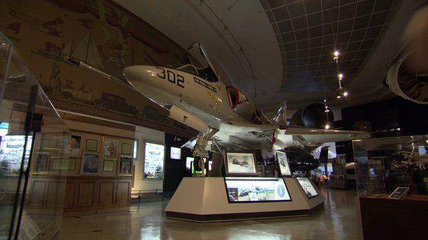 Im San Diego Air & Space Museum Interior 4 geht Don Wildman Geheimnissen auf...