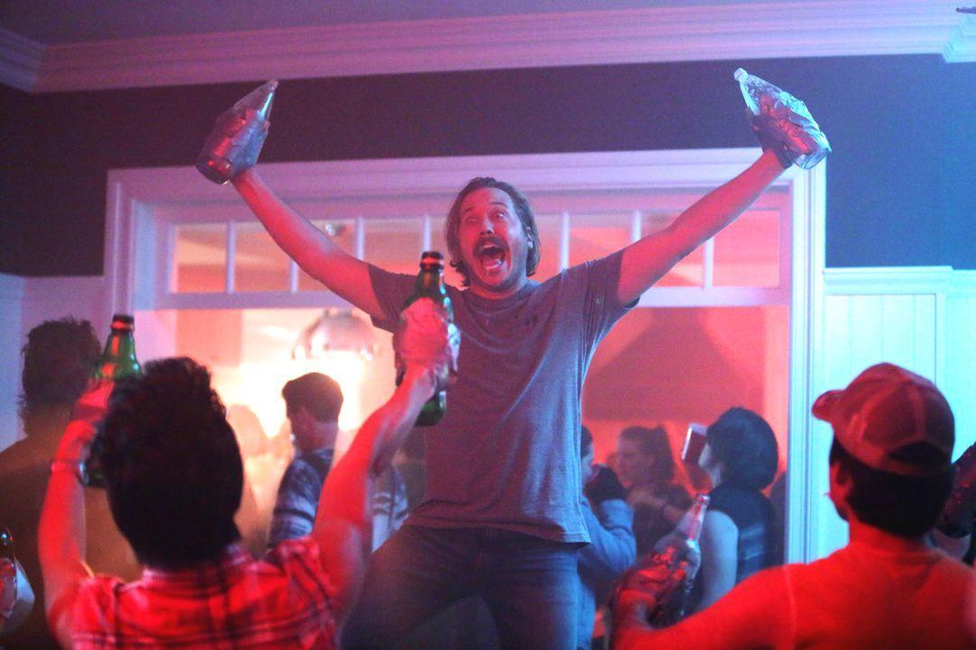 Jimmy (Scott MacArthur) genießt es voll und ganz, seine Jugend ausleben und auf den Putz hauen zu können ... - Bildquelle: 2017 Fox and its related entities. All rights reserved.