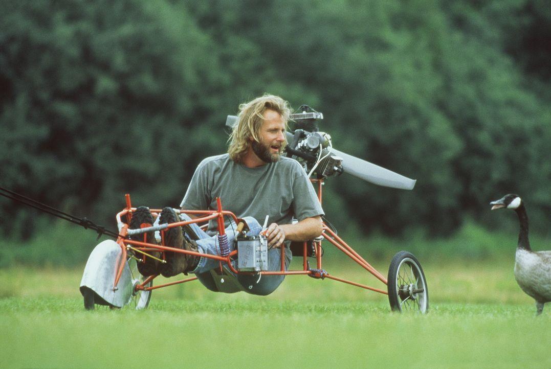 Amy und ihr Vater (Jeff Daniels) beschließen, einen Flugapparat zu konstruieren, damit sie mit den Gänsen fliegen können ... - Bildquelle: Columbia Pictures