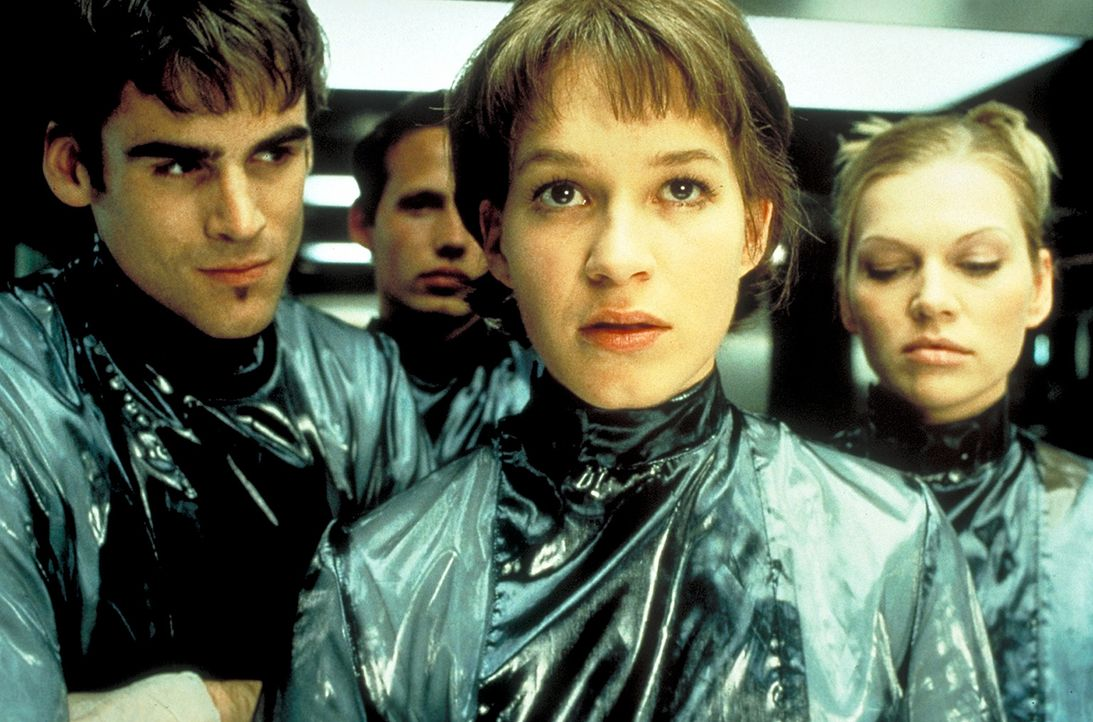 Zusammen mit dem intelligenten Caspar (Sebastian Blomberg, l.) und der Blondine Gretchen (Anna Loos, r.) besucht die ehrgeizige Paula Henning (Frank... - Bildquelle: Columbia Pictures