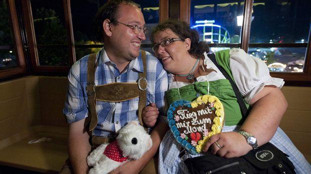Schwer verliebt - schwer-verliebt-britt-hagedorn-michael-mit-frau © SAT.1