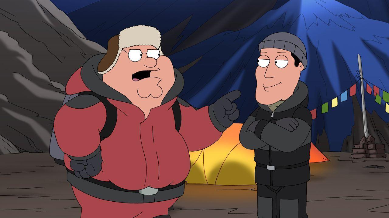 Peter (l.) lässt sich zu einer kühnen Wette hinreißen: Er schwört, dass die Griffins den Gipfel des Berges vor der Familie von Ross Fishman (r.) erk... - Bildquelle: 2013 Twentieth Century Fox Film Corporation. All rights reserved.