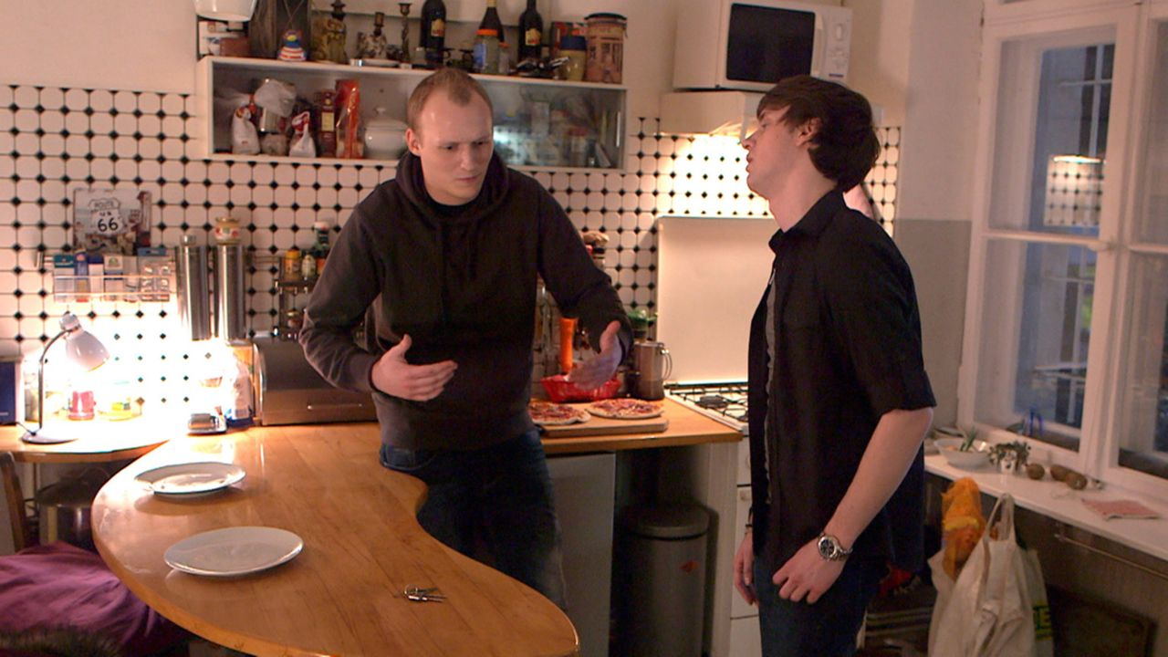 Liegen sich in den Haaren: Jeremy (l.) und Rudi (r.) ... - Bildquelle: SAT.1