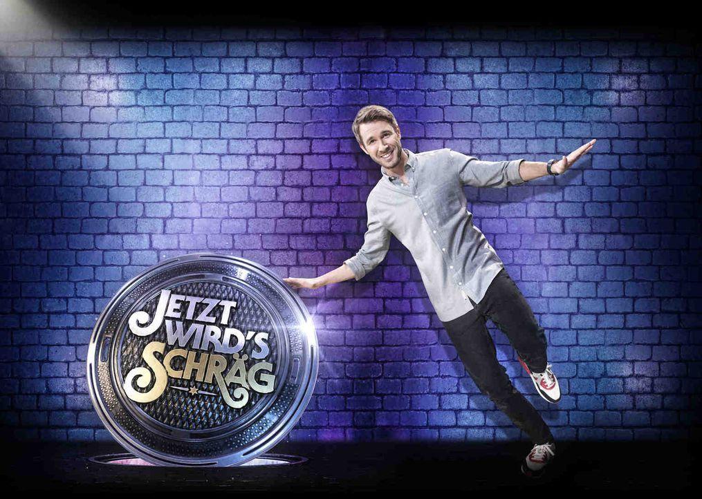 Jetzt wird's schräg: Jochen Schropp präsentiert die schrägste Show des Jahres ... - Bildquelle: Willi Weber SAT.1