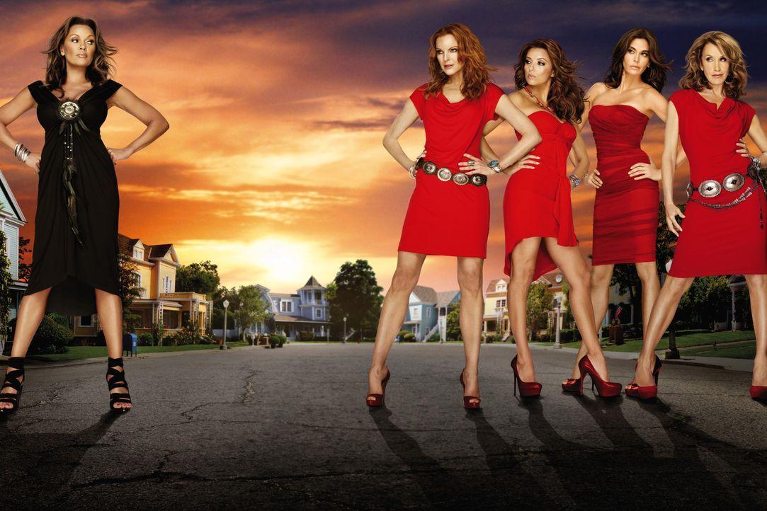 (7. Staffel) - Spielen perfekte Hausfrauen, doch hinter der makellosen Fassade ereignen sich große Dramen: Lynette (Felicity Huffman, r.), Bree (Mar... - Bildquelle: ABC Studios