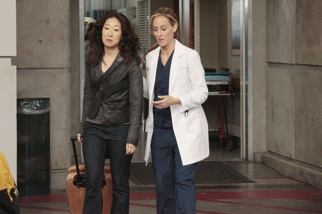 Während sich Meredith, Cristina (Sandra Oh, l.), Alex, Jackson und April für ihre mündlichen Prüfungen auf den Weg nach San Francisco machen, ge... - Bildquelle: Touchstone Television