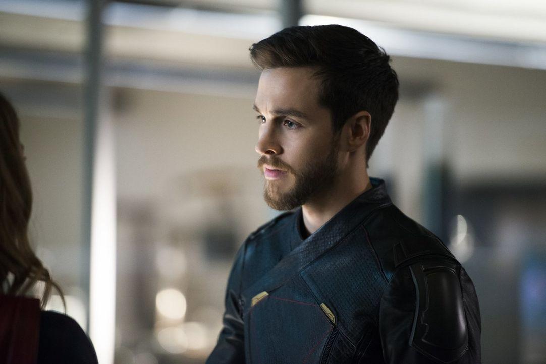 Wird Mon-El (Chris Wood) die Zukunft in Gefahr bringen, indem er und seine Freunde sich in der Gegenwart bereits Reign entgegenstellen? - Bildquelle: 2017 Warner Bros.