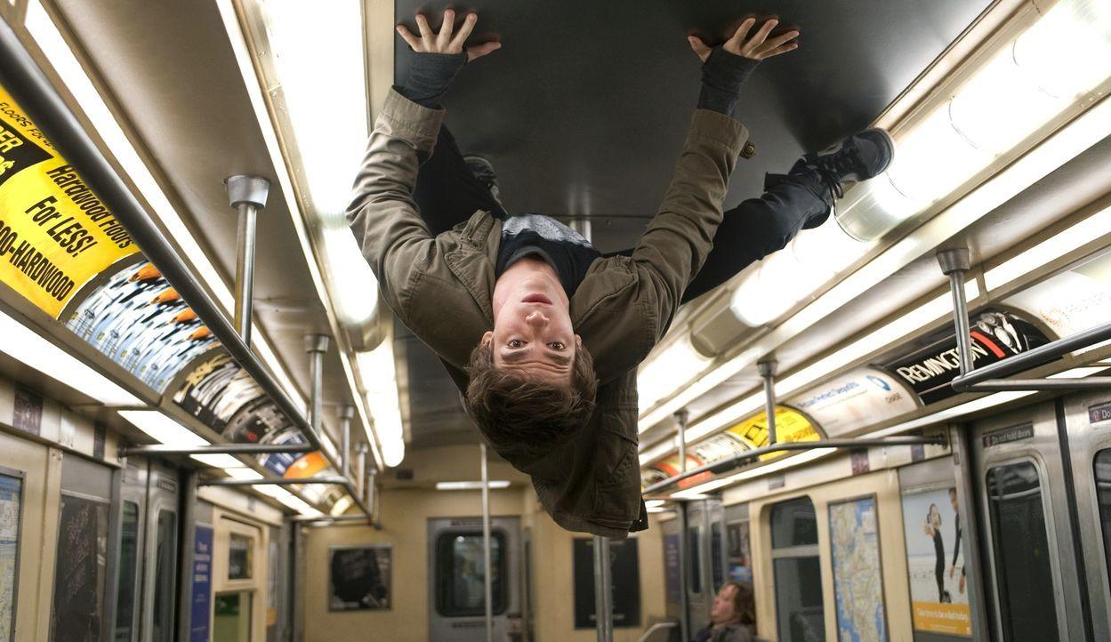 Peter Parker (Andrew Garfield) hat es nicht leicht. In der Schule gehört er zu den Nerds und hat stets mit Mobbing und Sticheleien zu kämpfen Doch d... - Bildquelle: 2012 Columbia Pictures Industries, Inc.  All Rights Reserved.