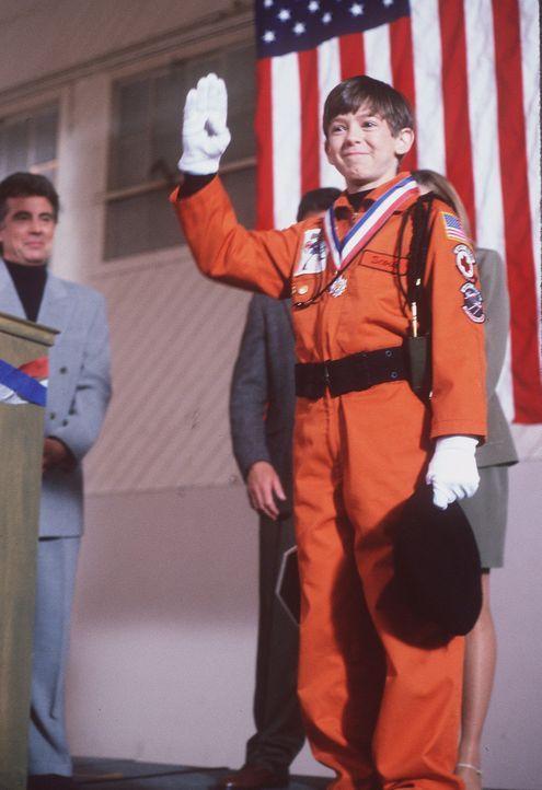 Scout Bozell (Bug Hall) wünscht sich nichts sehnlicher, als Mitglied der Safety Patrol, der Schüler-Sicherheitstruppe seiner Schule, zu werden. Ei... - Bildquelle: Disney