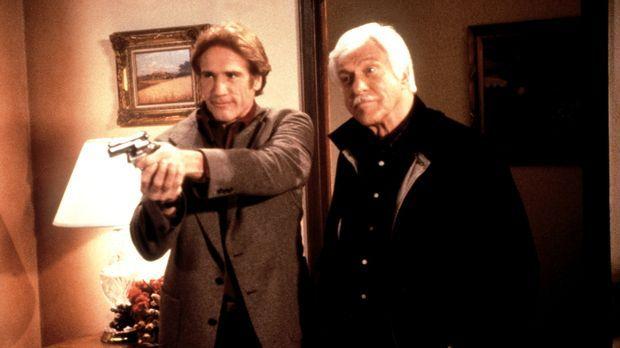 Steve (Barry Van Dyke, l.) und Mark (Dick Van Dyke, r.) haben den Mörder gest...