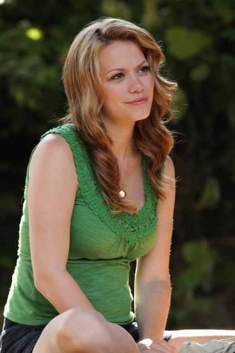 Haley (Bethany Joy Lenz) arbeitet bei der Krisenhotline, um anderen zu helfen und merkt schnell, dass sogar die Leute in ihrem engsten Umfeld eine S... - Bildquelle: Warner Bros. Pictures