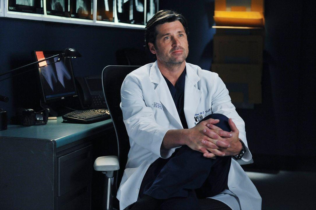 Während Meredith Cristina hilft, ein tapferes Gesicht vor den Kameras zu bewahren, versuchen Derek (Patrick Dempsey), Owen und Mark zu zeigen, wie t... - Bildquelle: ABC Studios