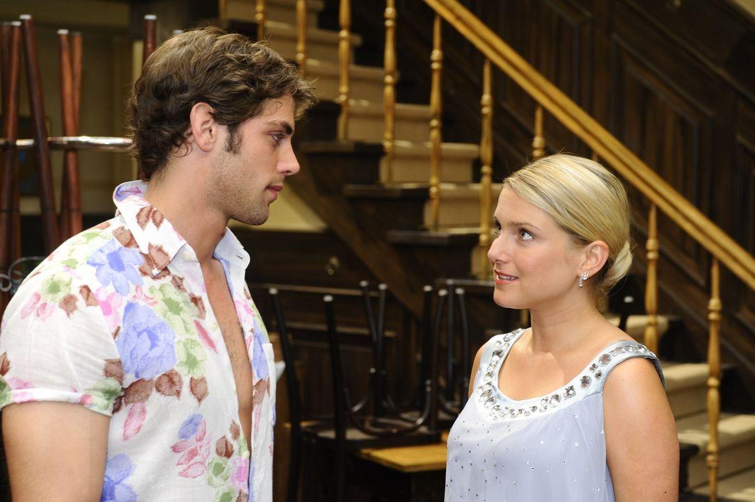 In ihrer Vision erkennt Anna (Jeanette Biedermann, r.), dass sie und Jonas (Roy Peter Link, l.) zusammen gehören ... - Bildquelle: Sat.1