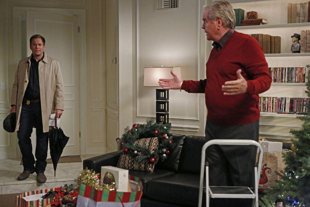 Während das Team einen Mord aufzuklären muss, bekommt DiNozzo (Michael Weatherly, l.) Besuch von seinem Vater (Robert Wagner, r.) ... - Bildquelle: CBS Television