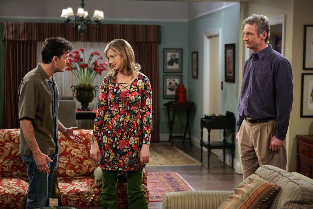 Der Haussegen bei Judith hängt schief. Herbs (Ryan Stiles, r.) Schwester Myra (Judy Greer, M.) ist gekommen, um bei den Hochzeitsvorbereitungen zu h... - Bildquelle: Warner Brothers Entertainment Inc.
