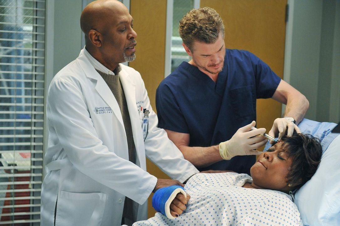 Richard Webbers Frau Adele (Loretta Devine, r.) wird im Krankenhaus von Mark (Eric Dane, M.) behandelt. Bailey vermutet zunächst Tablettenmissbrauch... - Bildquelle: ABC Studios