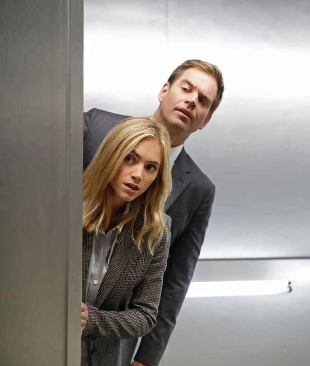Ermitteln in einem neuen Fall: Eleanor (Emily Wickersham, l.) und Tony (Michael Weatherly, r.) ... - Bildquelle: 2014 CBS Broadcasting, Inc. All Rights Reserved