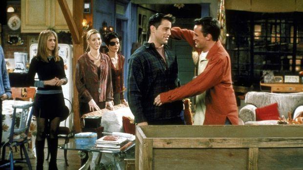 Chandler (Matthew Perry, r.) und Joey (Matt LeBlanc, 2.v.r.) hatten einen rie...
