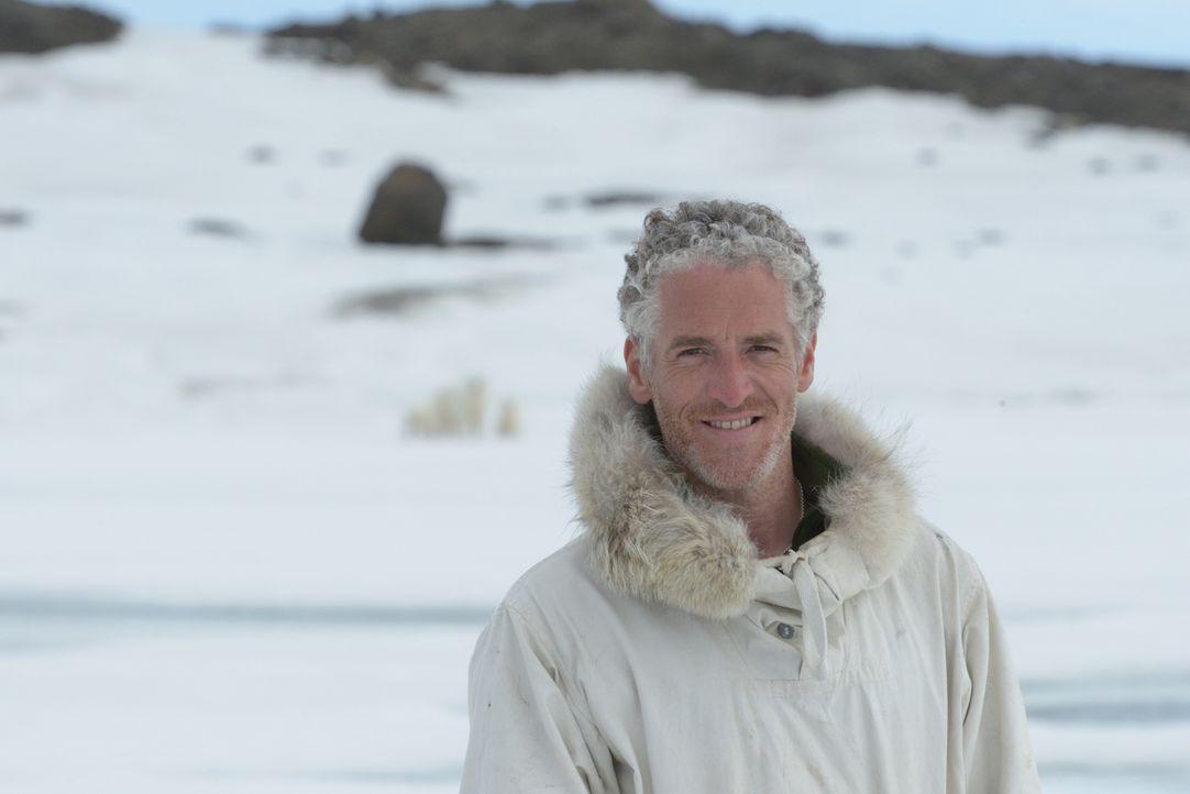 Gewährt ganz besondere Einblicke in das Leben einer wilden Eisbärenfamilie: Kameramann Gordon Buchanan ... - Bildquelle: Gordon Buchanan