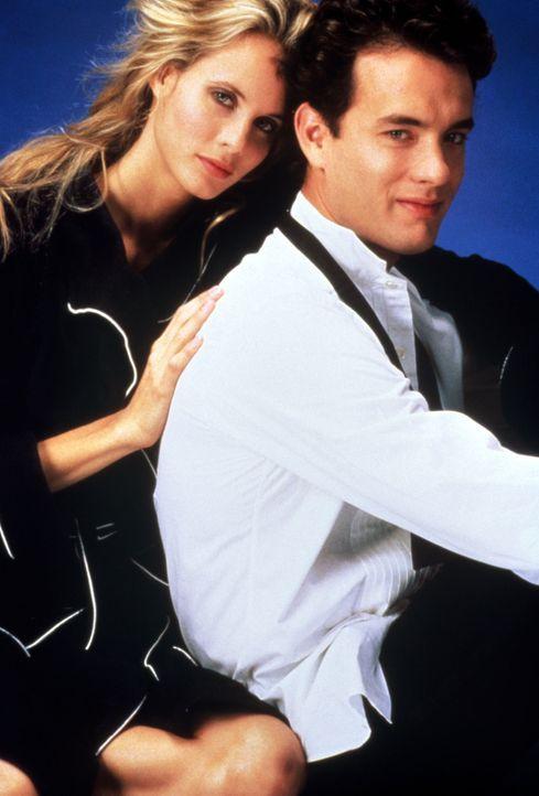 Als man Richard (Tom Hanks, r.) fälschlicherweise für einen Top-Spion erklärt, setzt die CIA die schöne Agentin Maddy (Lori Singer, l.) auf ihn an .... - Bildquelle: 1985 Twentieth Century Fox Film Corporation.  All rights reserved.