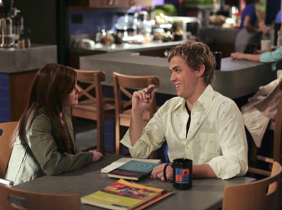 Sie muss sich erst an die neue Situation gewöhnen: Lori (April Matson, l.) und Declan (Chris Olivero, r.) sind kein Paar mehr. - Bildquelle: TOUCHSTONE TELEVISION