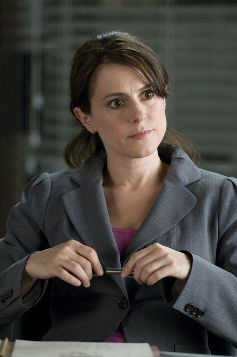 Die Psychologin Shelley (Ali Marsh) muss Mary auf Schritt und Tritt begleiten, um festzustellen, ob sie arbeitsfähig ist ... - Bildquelle: USA Network