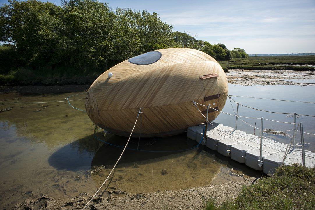 Kann man in einem schwimmenden Ei wohnen? Architekt George Clarke probiert es aus ... - Bildquelle: Paul Carter/UNP 01274 412222/Channel Four Television