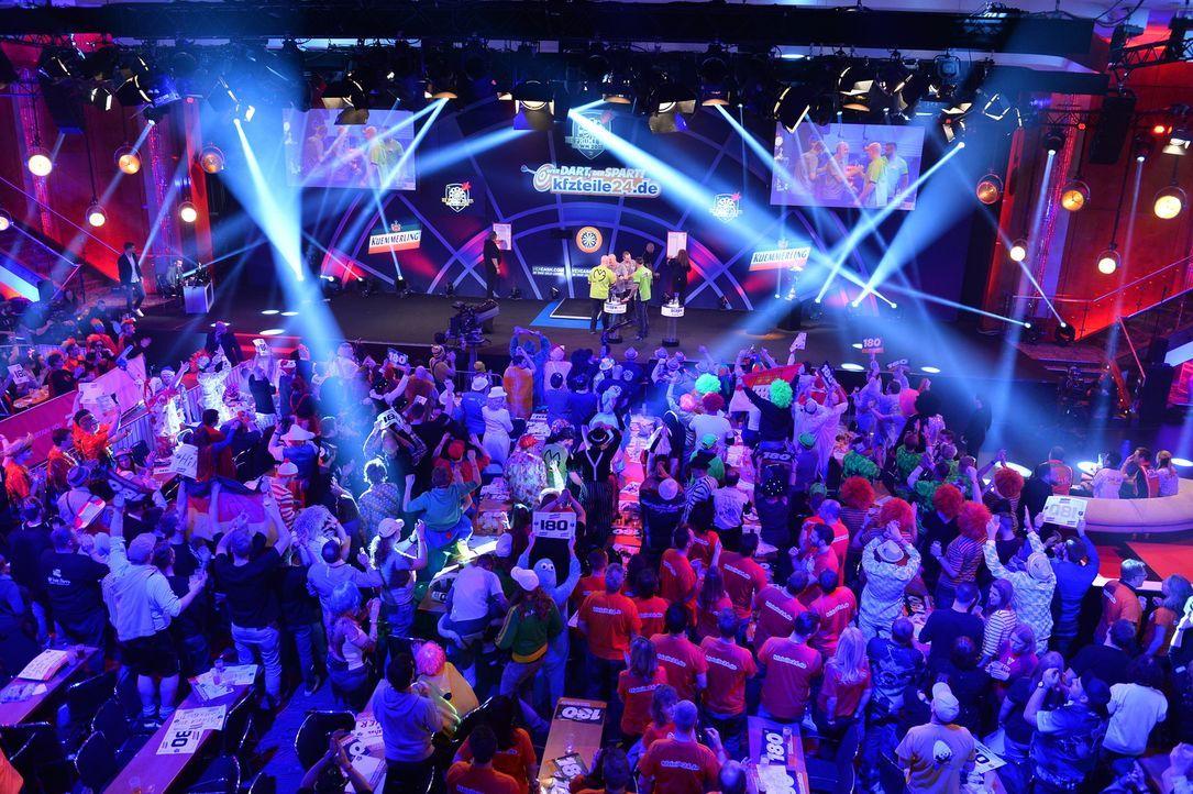 Hochspannungsthriller meets Mega-Party! Bei der Promi-Darts-WM 2018 ... - Bildquelle: Willi Weber ProSieben