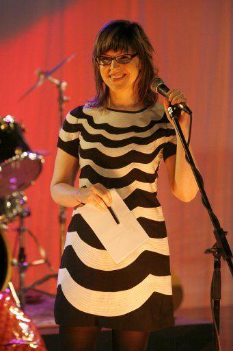 Singer-Songwriterin Lisa Loeb als Gaststar bei Gossip Girl - Bildquelle: Warner Bros.