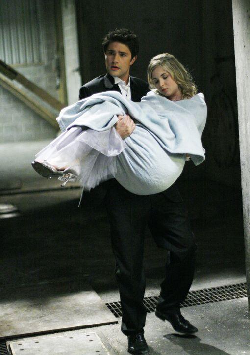Kyle (Matt Dallas, l.) und Jesse haben es geschafft und konnten Amanda (Kirsten Prout, r.) aus den Fängen von Latnok retten ... - Bildquelle: TOUCHSTONE TELEVISION