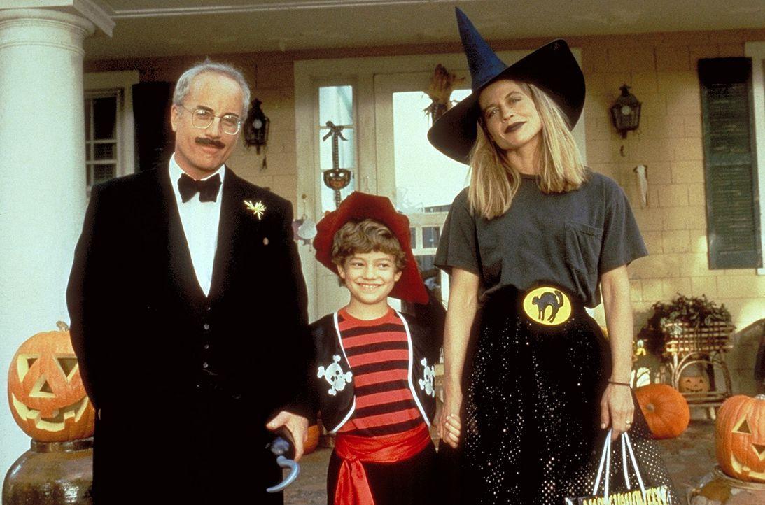 Von seiner Ehefrau Karen (Linda Hamilton, r.) gedrängt, beschließt Rainer (Richard Dreyfuss, l.), dem kleinen Tim (Ben Faulkner, M.) zu helfen ... - Bildquelle: Warner Bros.