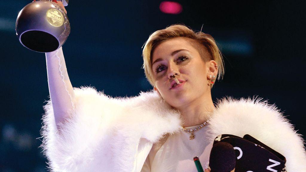 """Miley Cyrus bei den """"EMAs 2013"""": Joint war ihre Idee - Bildquelle: WENN.com"""