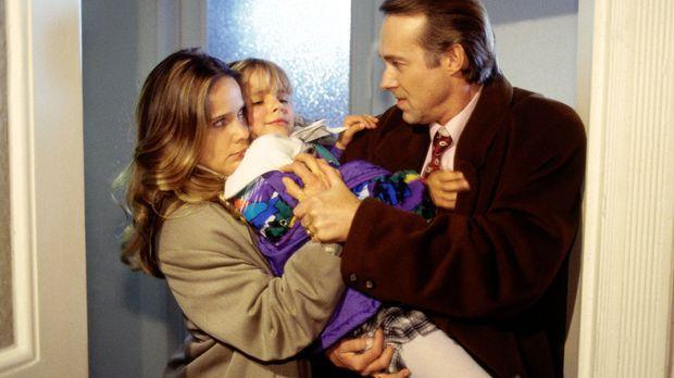 Der Schein trügt: Ruth Selbach (Ann Kathrin Kramer, l.) und ihre Tochter (Lou...