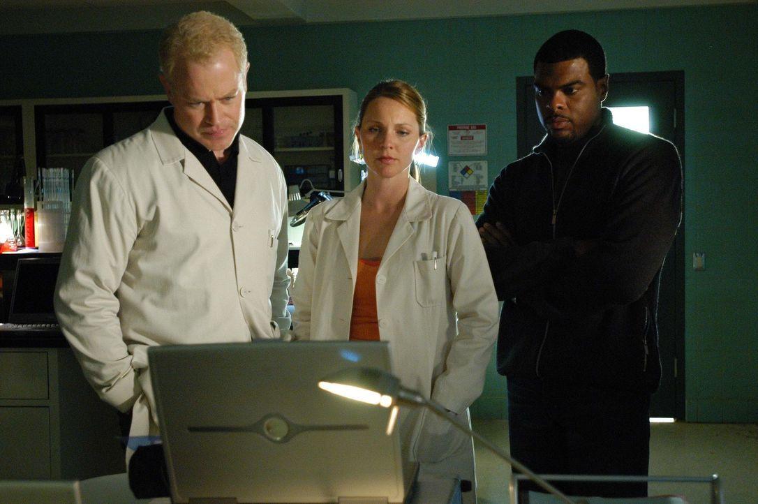 Da drei Fälle mit den gleichen Symptomen ins Krankenhaus eingeliefert werden, wird das Team von Connor um Unterstützung gebeten. Connor (Neal McDo... - Bildquelle: CBS Television