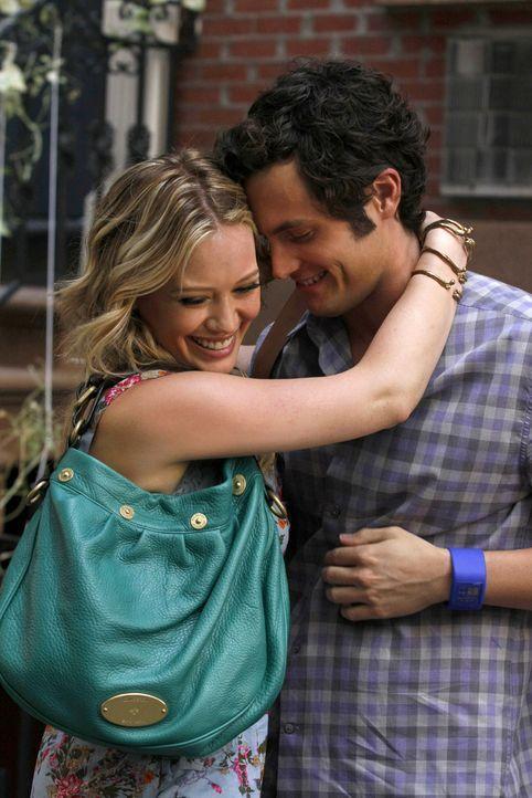 Olivia (Hilary Duff, l.) und Dan (Penn Badgley, r.) haben die anfänglichen Schwierigkeiten überwunden und sind jetzt glücklich miteinander. - Bildquelle: Warner Brothers