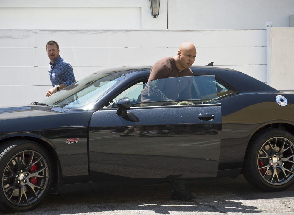 Ein neuer Fall wartet auf Callen (Chris O'Donnell, l.), Sam (LL Cool J, r.) und das restliche Team ... - Bildquelle: Neil Jacobs 2015 CBS Broadcasting, Inc. All Rights Reserved.