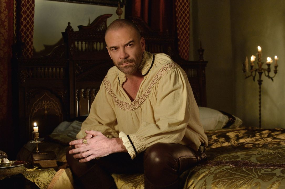 Obwohl er tot ist, hört Henry (Alan Van Sprang) nicht auf, sich in das Leben am Hofe einzumischen ... - Bildquelle: Ben Mark Holzberg 2014 The CW Network, LLC. All rights reserved.
